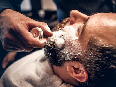 barber-applies-shaving-foam.jpg